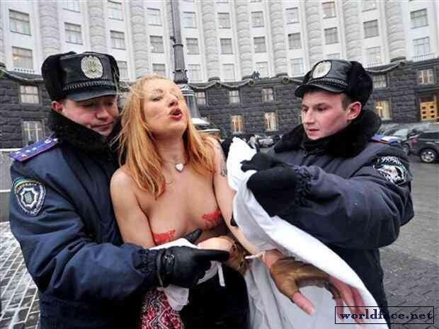 eroticheskie-kazusi-s-zhenshinami-politseyskimi